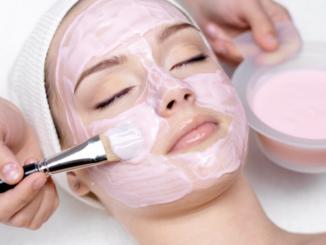 memutihkan kulit wajah alami dengan masker wajah